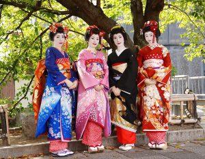 日常とは一線を画した花柳界を、レンタル着物によって体験。(京都・祇園にて)