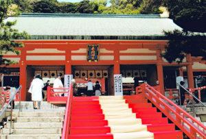 先帝祭初日、奉納行事が行われる拝殿入口。