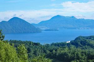 自然の雄大さと静けさを感じる洞爺湖