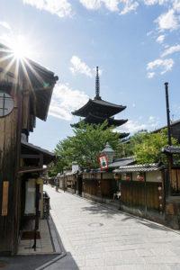 京都の暑い夏、名所とともに夏の涼やかな銘菓をもとめて巡り歩くのもまた楽しい。