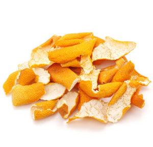 蜜柑の皮を陰干しして、ガーゼなどの袋に入れてから浴槽に。香り成分のリモネンが効果を発揮する。