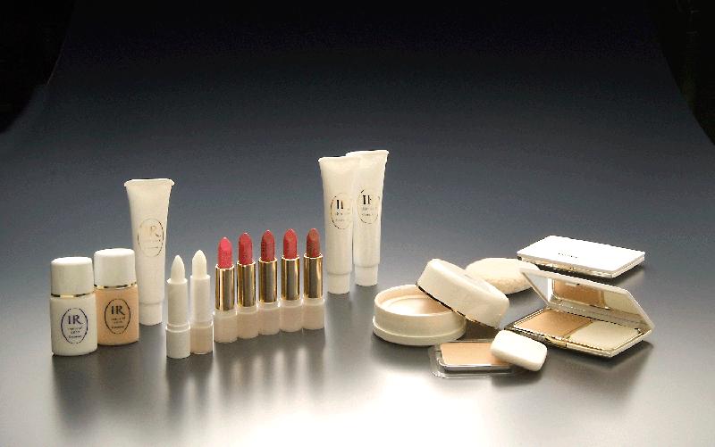 コンテスには基礎化粧品だけでなく、肌にやさしいメイクアップ化粧品の品ぞろえも