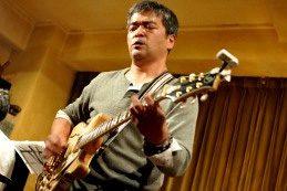 ストイックなギターリペアマンは、熱いギタリストでもある