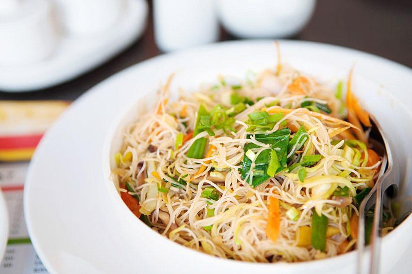日本でもお馴染みのビーフンは米の麺。中国南部発祥。アジア各国で盛んに常食とされている。