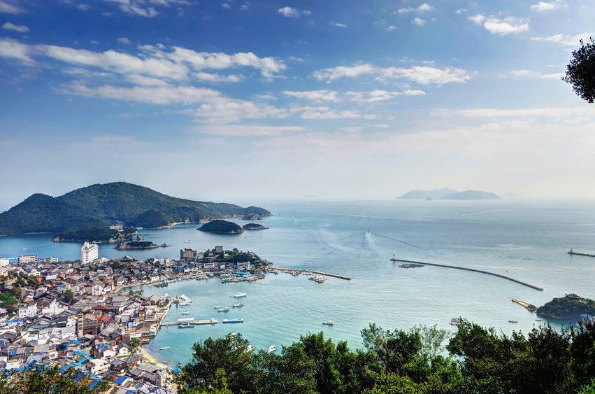 瀬戸内海に臨む福山市。対岸は香川県。自然豊かな中で生まれ育った浅野さん。