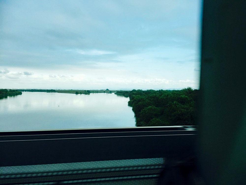 利根川橋梁上にて。