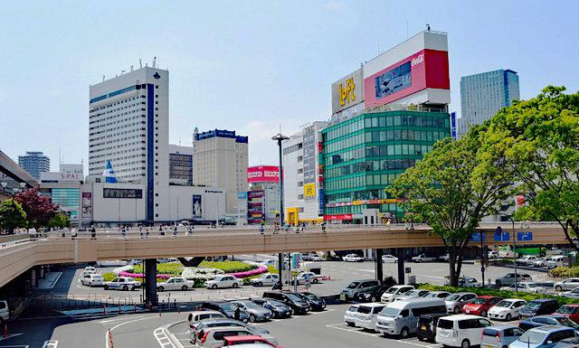 仙台駅前。
