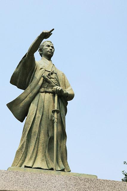東京都墨田区に建つ勝海舟像。浮き沈みを繰り返しながら、決して腐らずに不断の努力を続け機会をうかがった数少ない成功者である。