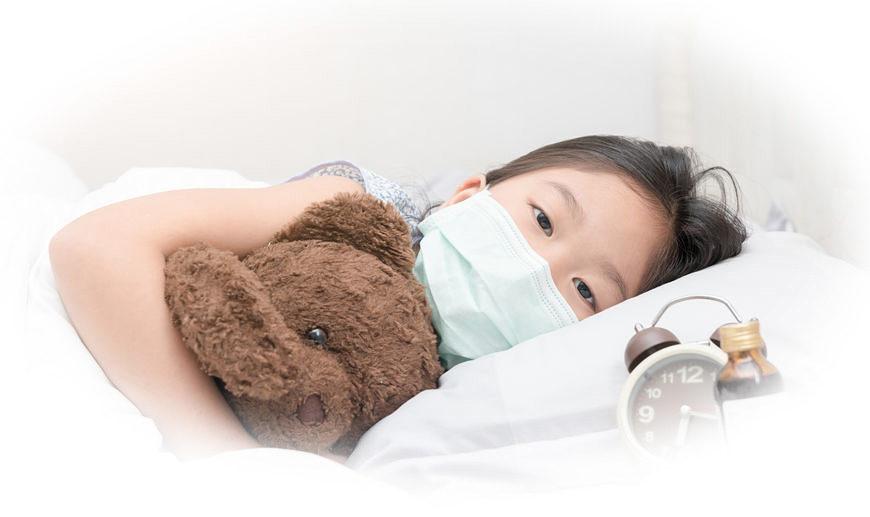 発熱があった場合も、マスクでウイルスの活性化を防ぎつつ、安易に解熱剤などは使用せず、「帰国者・接触者電話相談センター」に即連絡。